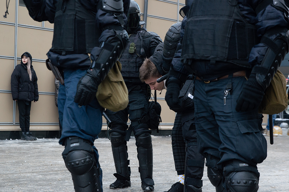 """фото ЗакС политика Глава СК счёл слишком """"лояльным"""" приговор участнику протеста 31 января, толкнувшему силовика"""