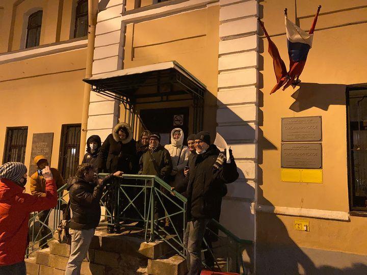 """И.о. главы """"Смольнинского"""" подозревает, что местные депутаты сделали фото заседания на """"Ленфильме"""""""