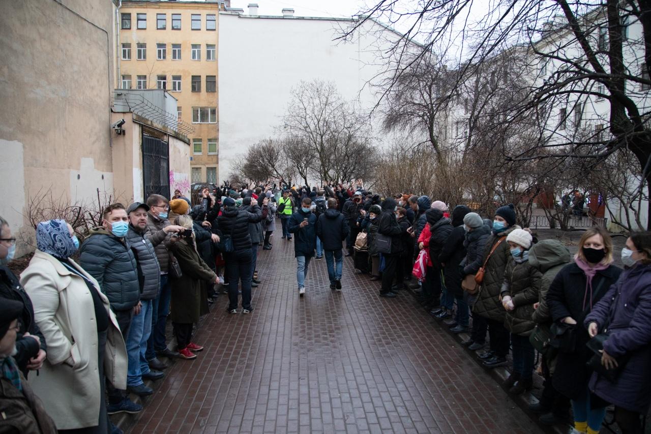 Жители Центрального района провели акцию в защиту сквера в Кузнечном переулке