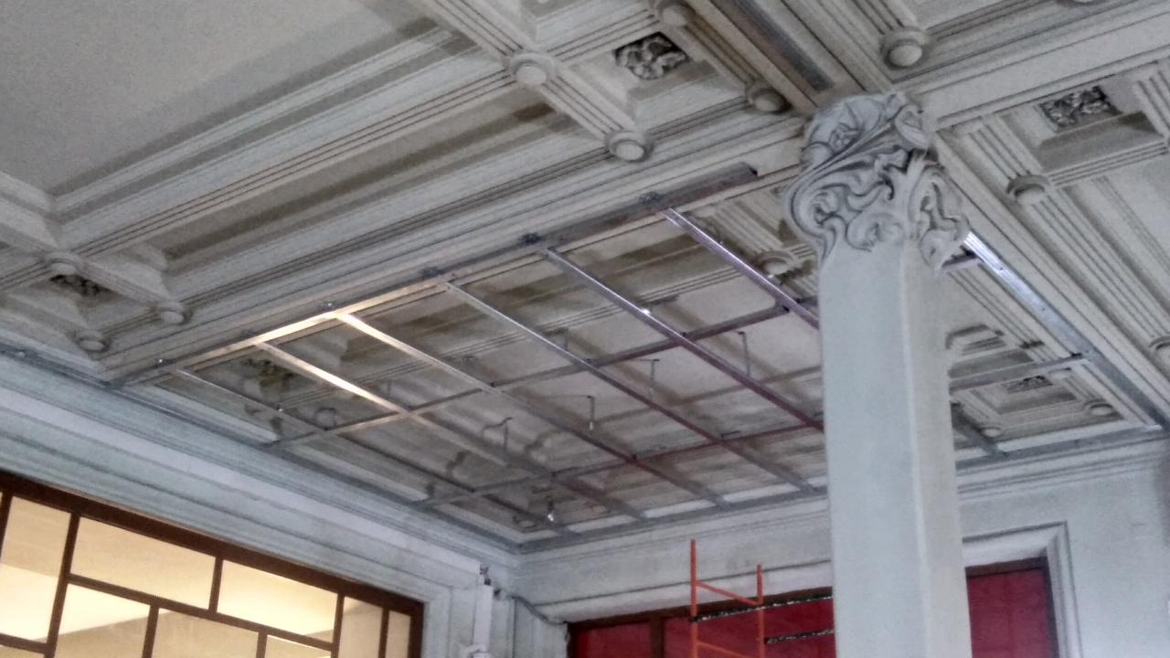 фото ЗакС политика РЖД оштрафовали на 200 тысяч рублей за монтаж подвесного потолка на Витебском вокзале