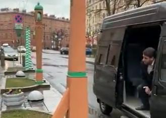 """Ранков """"отменил"""" заседание совета МО """"Смольнинское"""", не выходя из фургона"""