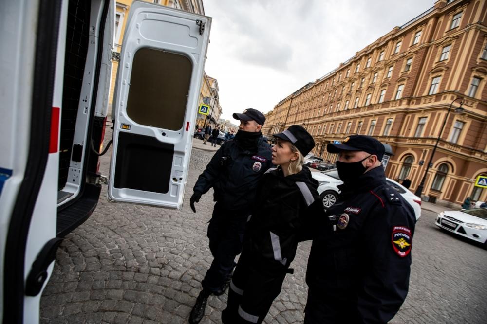Активистку Михайлову отправили в спецприемник на 8 суток из-за уличной выставки