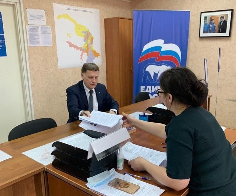 Макаров подал документы на праймериз в ЗакС и перекрестился